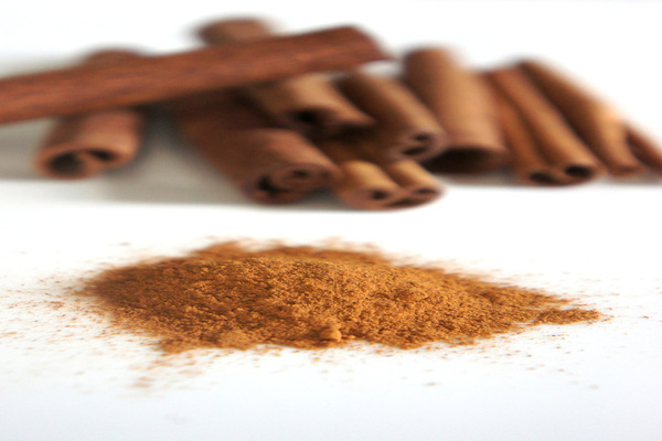 Cinnamon powder for curing acne in 3 days